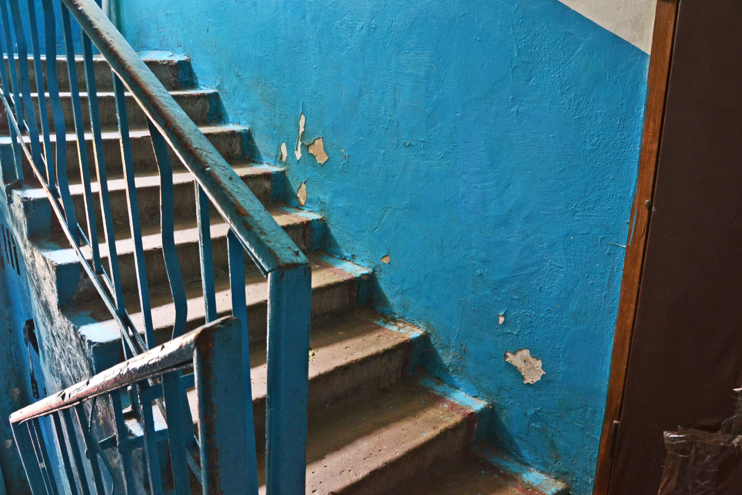 У занедбаних під'їздах кількох будинків, де управителем є ЖЕК №5, невдовзі зроблять капітальний ремонт